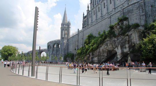 Bisdombedevaart naar heringericht Lourdes